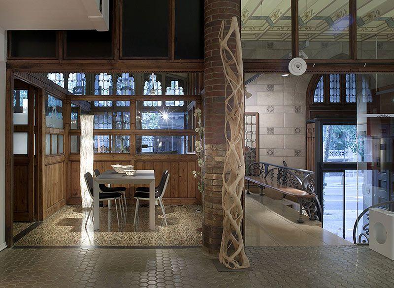 Cubi mobiliario e iluminaci n contempor neos en una for Iluminacion minimalista interiores