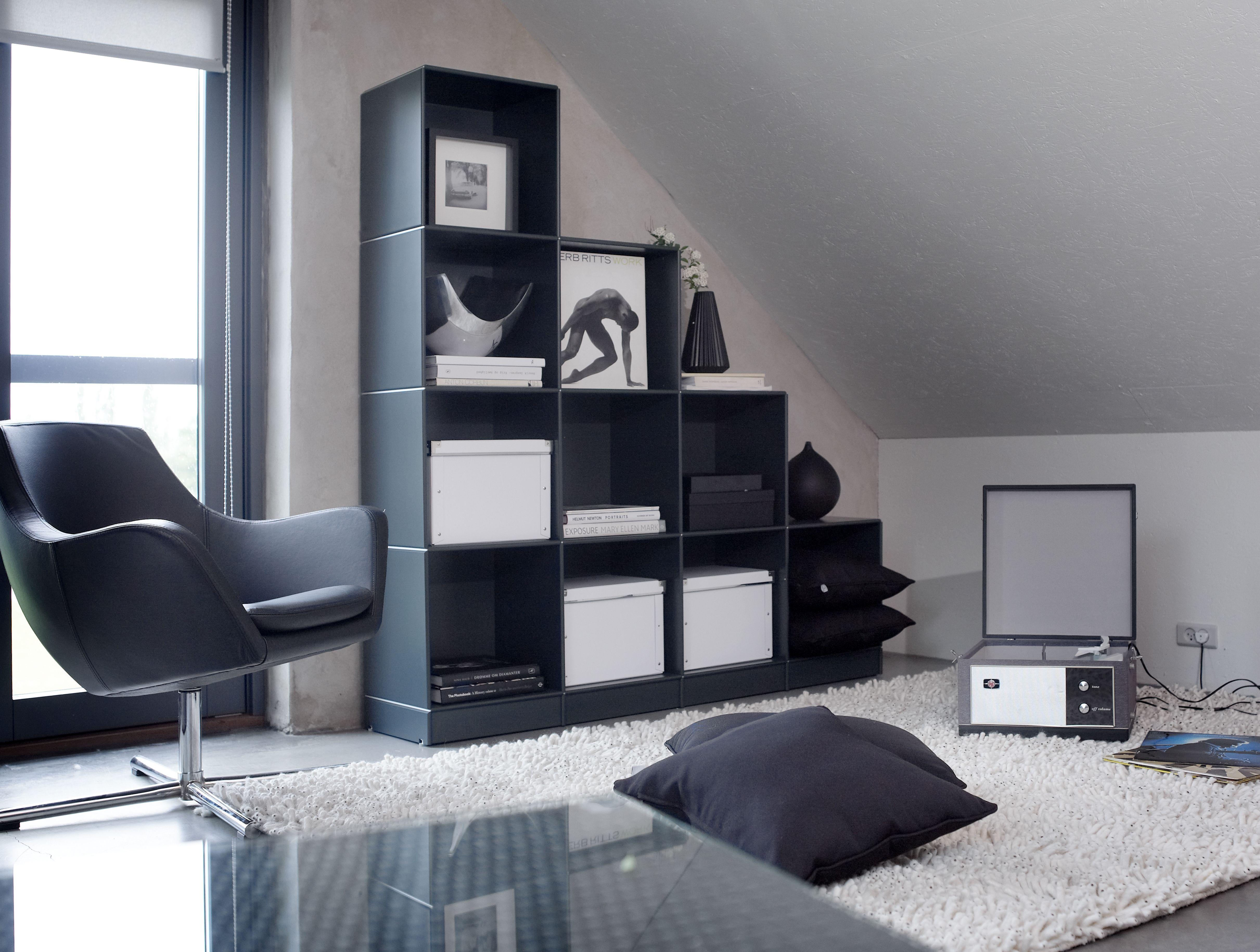 Boekenkast onder schuine wand - ABC Quadrant - Designkasten - Kasten ...