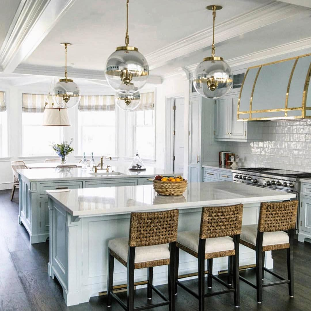 Incredible Design For This Transitional Kitchen Great Touch The Real Houses Of Ig Using The Gold It S Subtl Home Decor Home Kitchens Kitchen And Bath Design