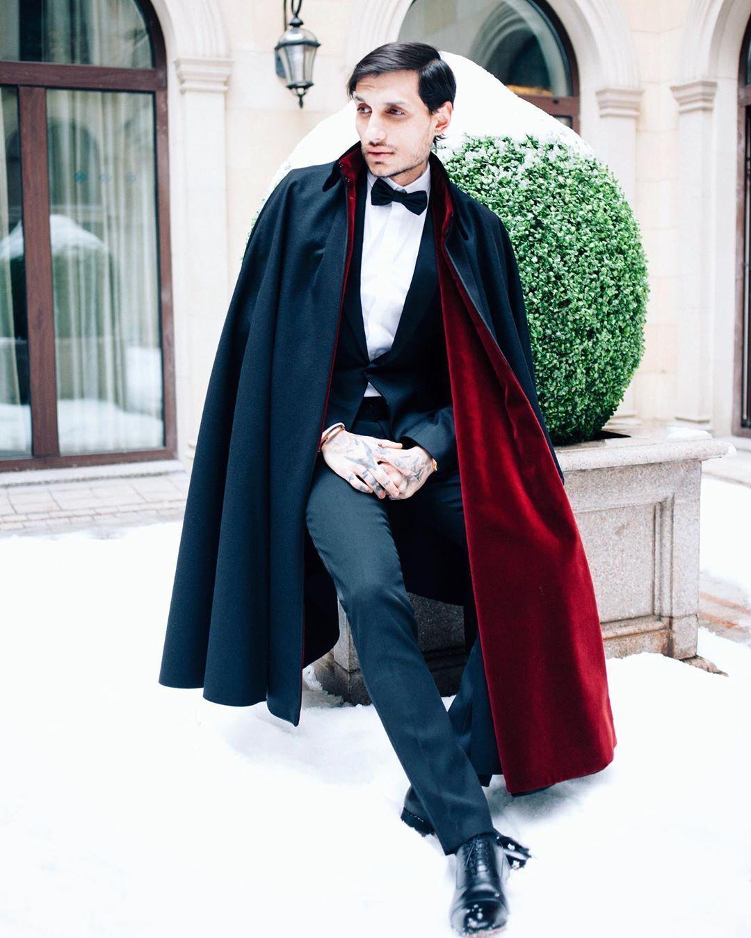 Alfonso Cape Black Burgundy Merino Wool Cape With Velvet Collar In 2020 Dapper Mens Fashion Velvet Clothes Suit Fashion