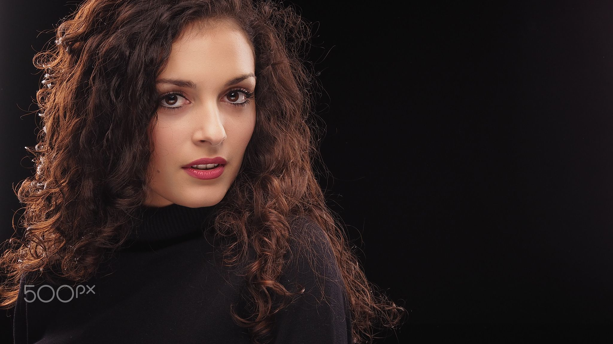 Ema - PROFOTO test lights in the studio with Olympus