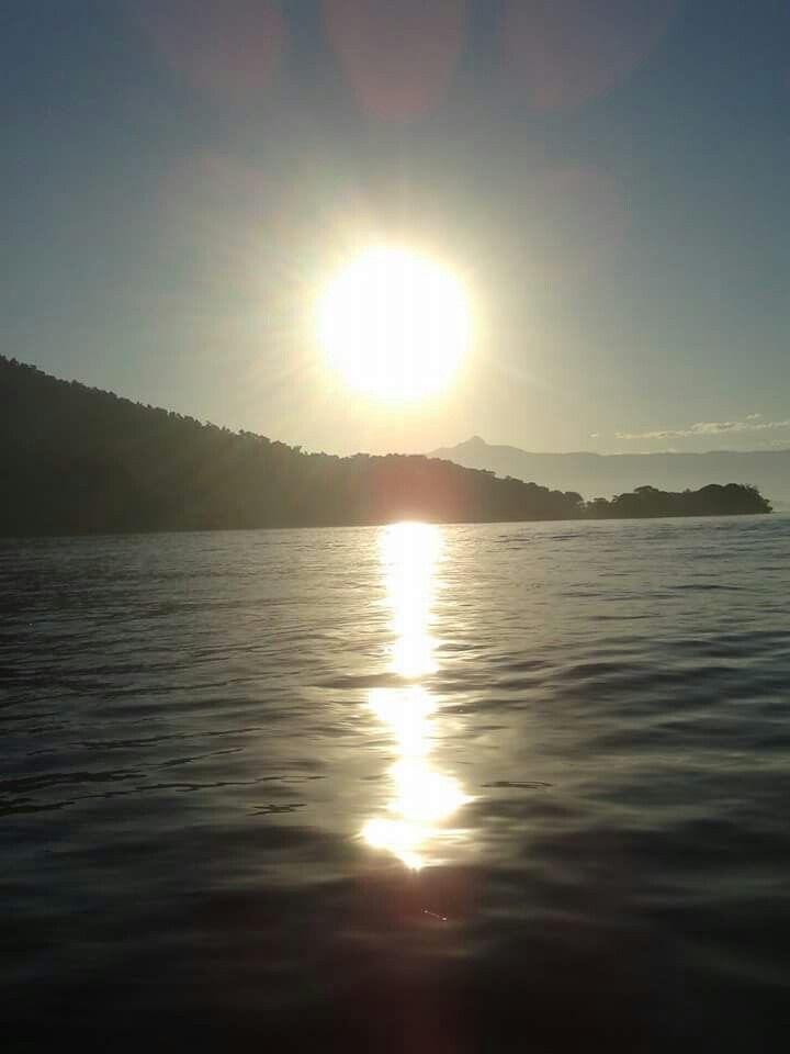 O Sol em Ilha da Gipóia-Angra dos Reis-RJ-Brasil