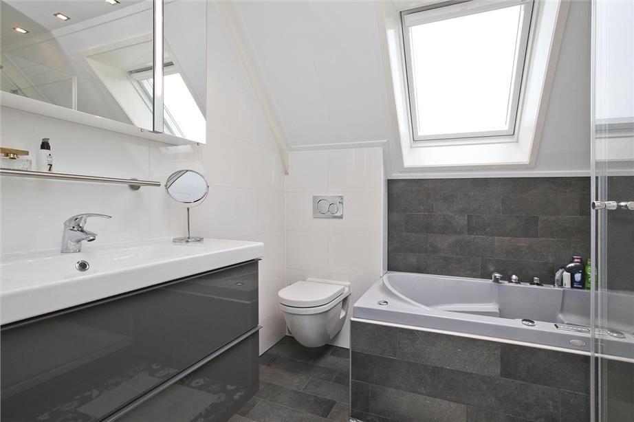 Complete badkamer met ligbad for Complete badkamer aanbieding