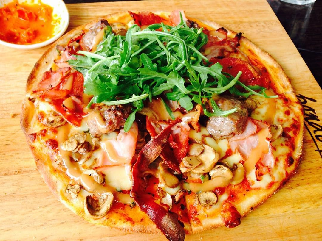 one more pizza..#travelingram#bondipizza#eating#bondiwestfield#bondibeachsydney#daily#pizza by jijiz http://ift.tt/1KBxVYg