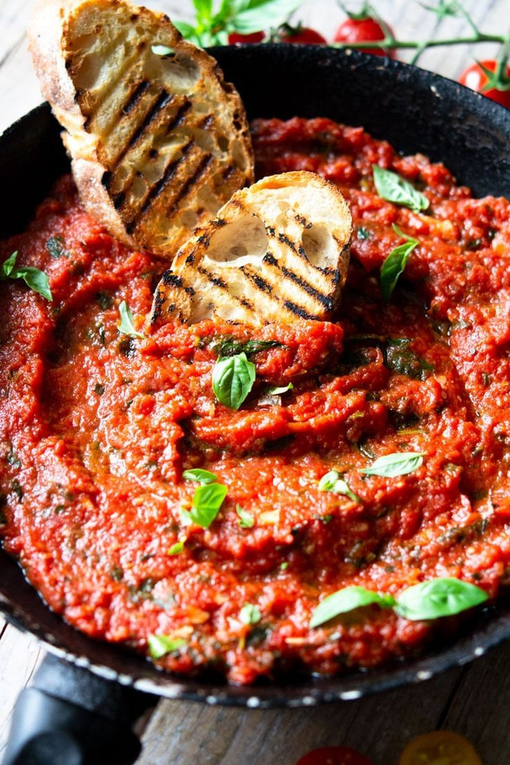 Authentic Italian Tomato Sauce – Quick, Easy & Delicious