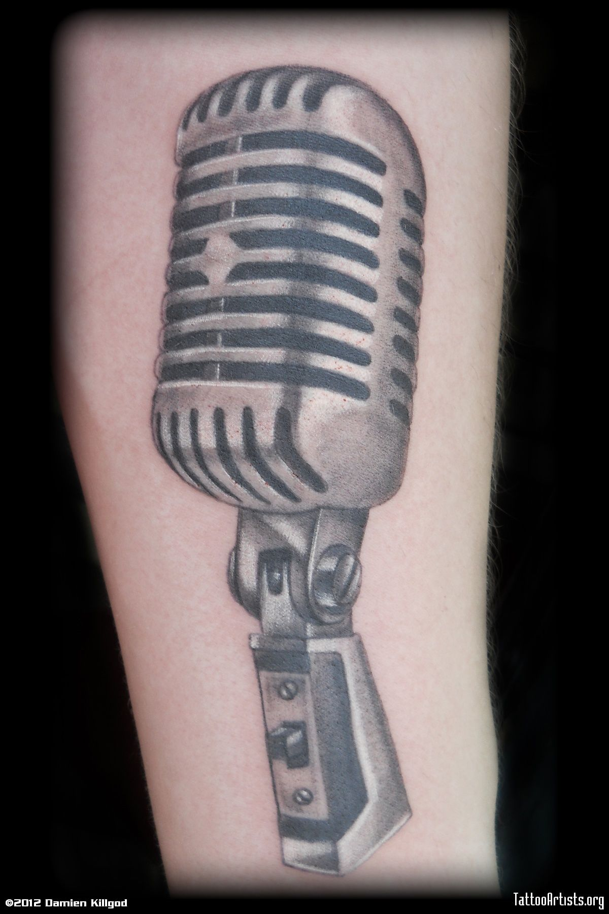 Microphone Tattoo Pesquisa Google Microphone Tattoo Tattoos Old School Microphone
