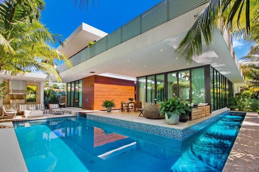 Villa Chalet En Venta Miami Beach Estados Unidos 84543185 Luxuryestate Com Chalets En Venta Chalet Casas De Lujo