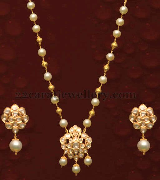 770cd287df6df Simple Necklace with Almas Locket | Gold jewellery | Jewelry, Indian ...