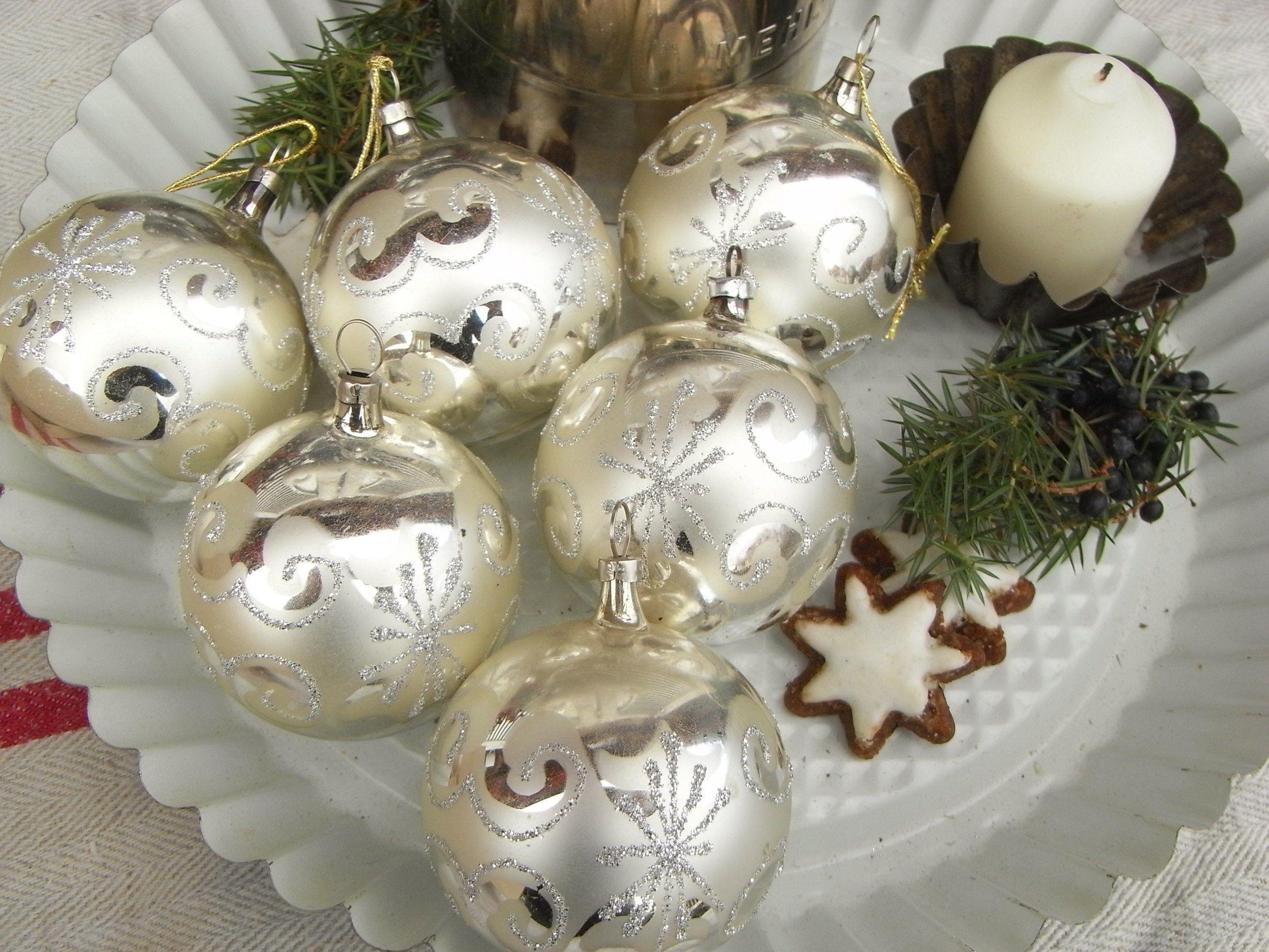 alter Christbaumschmuck, Christbaumkugeln, Baumbehang, mid century, Bauernsilber matt & glänzend, Silberflitter, vintage Ornamente
