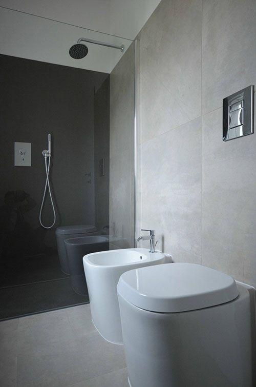 Lichtgrijze tegels badkamer | Proyek untuk dicoba | Pinterest | Toilet
