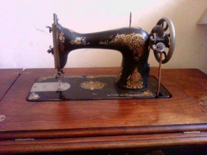 Maquina  de costura de pedal, antigua