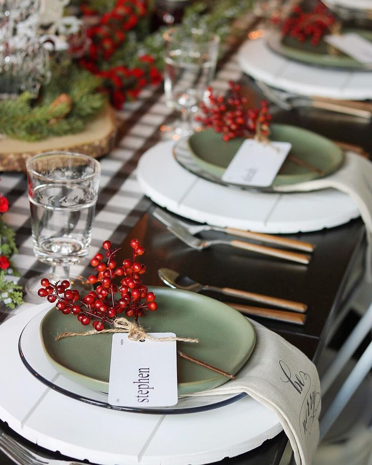"JESSICA ~I DREAM OF HOMEMAKING on Instagram: ""'Tis the season for hosting holiday parties! I had fun setting our Christmas table with the help of some of my favorite small shops ❤️ ✨…"" #herbsttischdekorationen"
