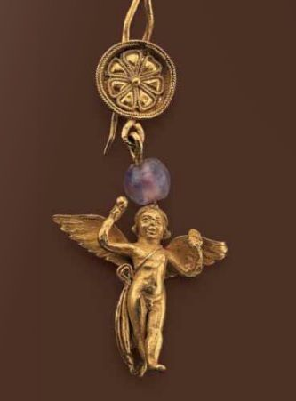 A gold earring with an erote and a amethyst, Hellenistic, 3rd century B.C.