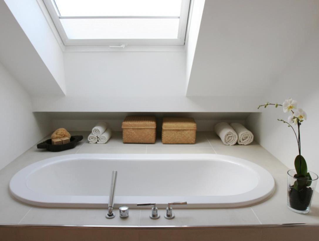 Entwurf Und Realisierung Eines Badezimmers Im Ausgebauten Dach Eines Altbaus Innenarchitektur Raumk Badezimmer Dachgeschoss Badezimmer Dachschrage Badezimmer