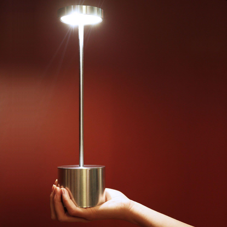 una moderna lampada da tavole led a luce bianca Lampada