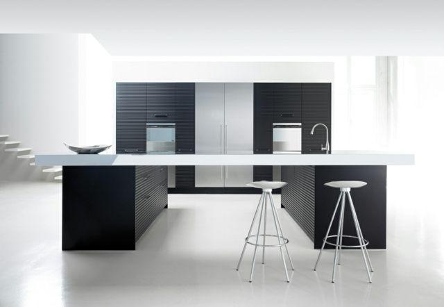 moderne Kochinsel schwarz weiße Küche Essplatz   Interiors ...