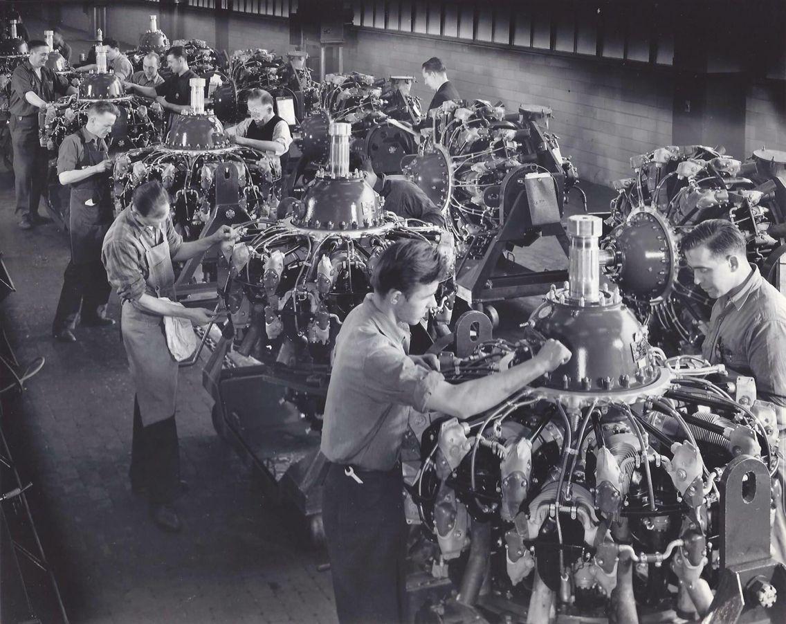 Pratt & Whitney assembly at Chevrolet circa 1943