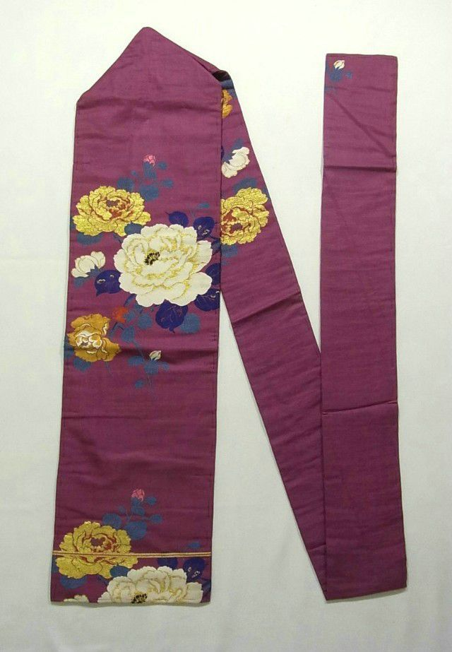This is a charming Nagoya obi with glamorous 'botan' (peony) pattern, which is woven.
