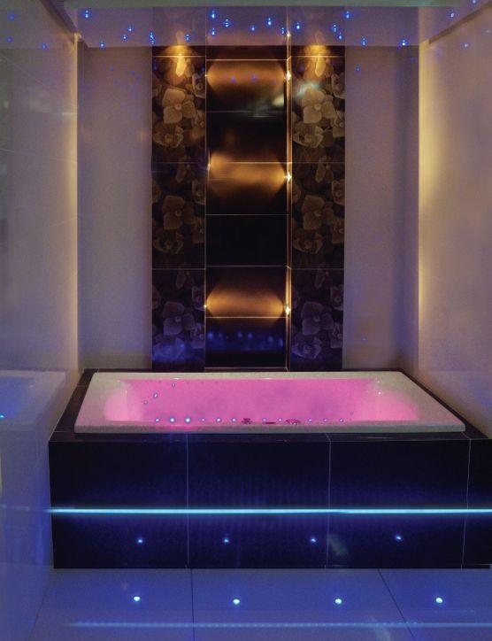"""Wellness Badewanne mit LED-Lichttherapie + Fernbedienung inkl. Chromoprogrammen, 170/75 cm, KAMANA. Erhältlich im Ebay-Shop """"Bluemabell"""""""