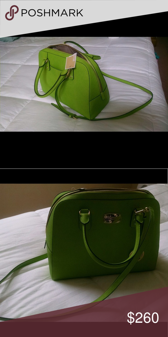 Beautiful green Michael Kors bag ✨ Great for summer. Original tag still on  it. Offers welcome ✨ Michael Kors Bags c04c3fd974df9