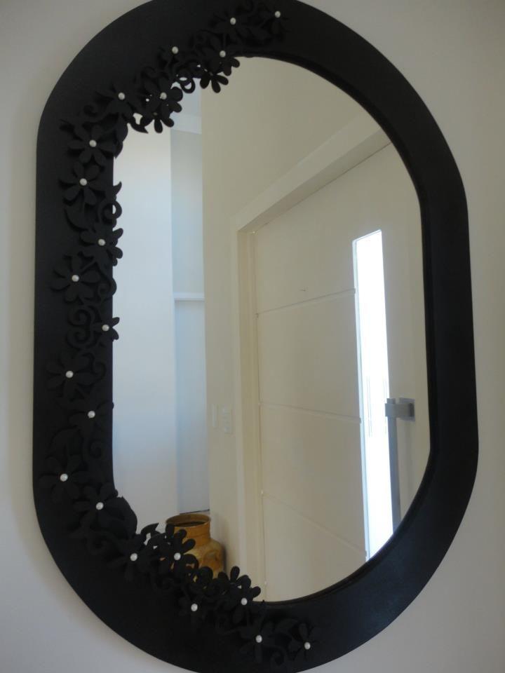Espelho todo trabalhado com flores laterais em 3D e apliqus em pérolas, 0,60x1,20 oval.