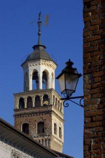 Torre Civica - Simbolo di forza indipendente dal potere marchionale e dall'influenza religiosa