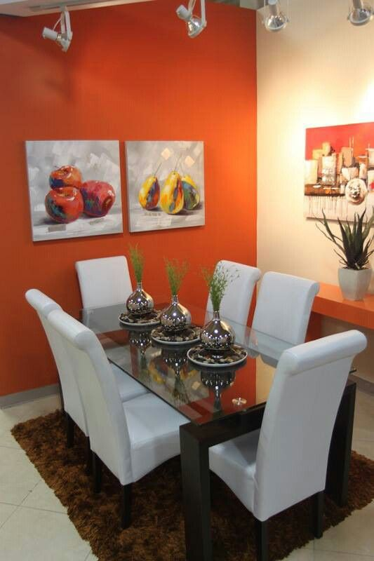 Comedor en combinaci n con paredes naranja plantas for Decoracion hogar naranja