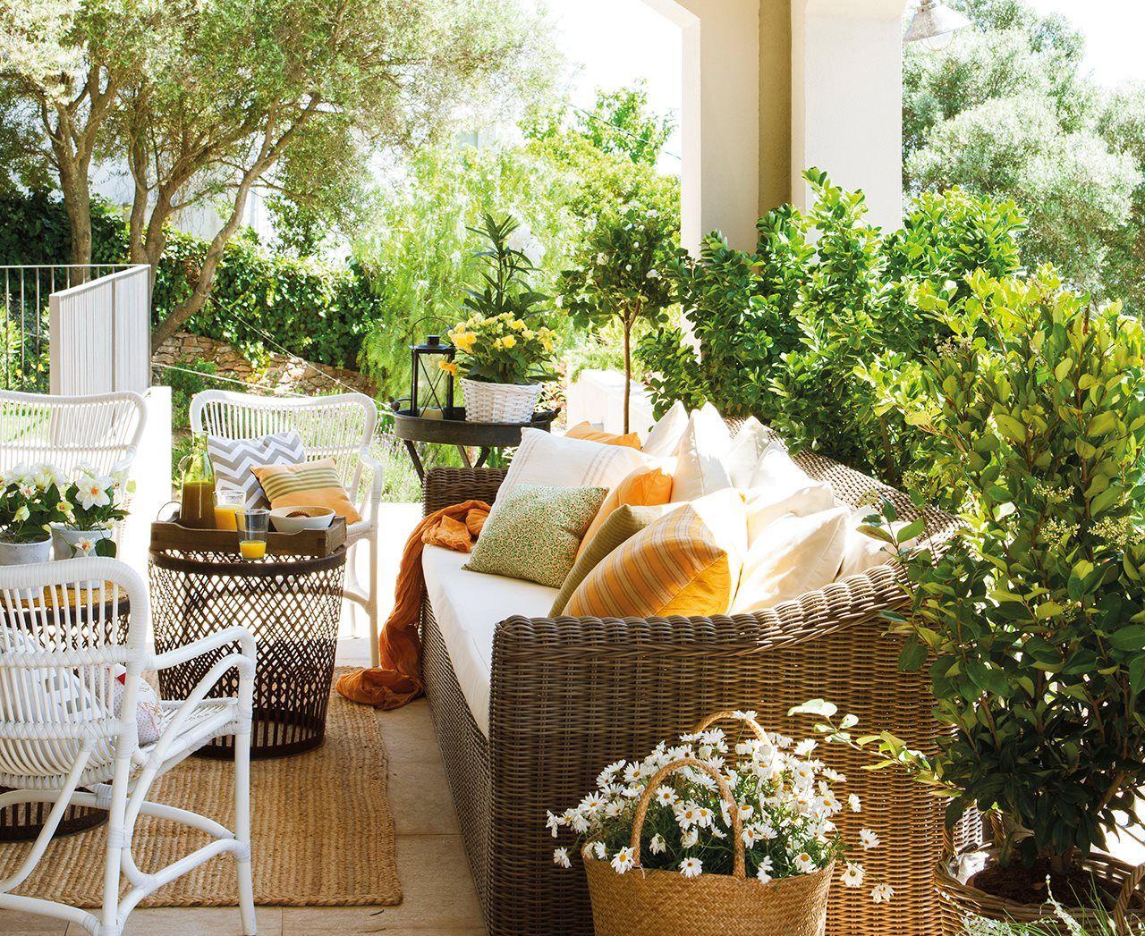 Terraza con muebles de exterior de fibra muebles de - Jardines rusticos campestres ...