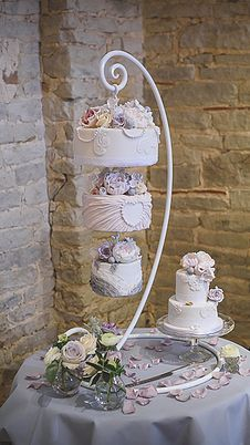 Hanging Cakes And Chandelier For Wedding
