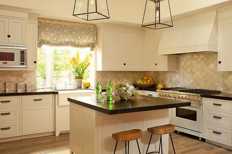 cream kitchen features cream shaker cabinets paired with black rh pinterest com