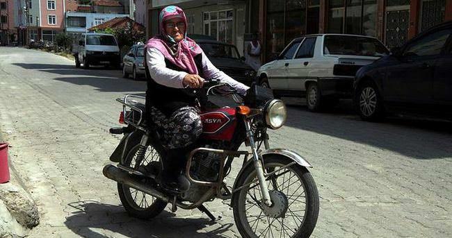 98'lik ninenin motosiklet tutkusu