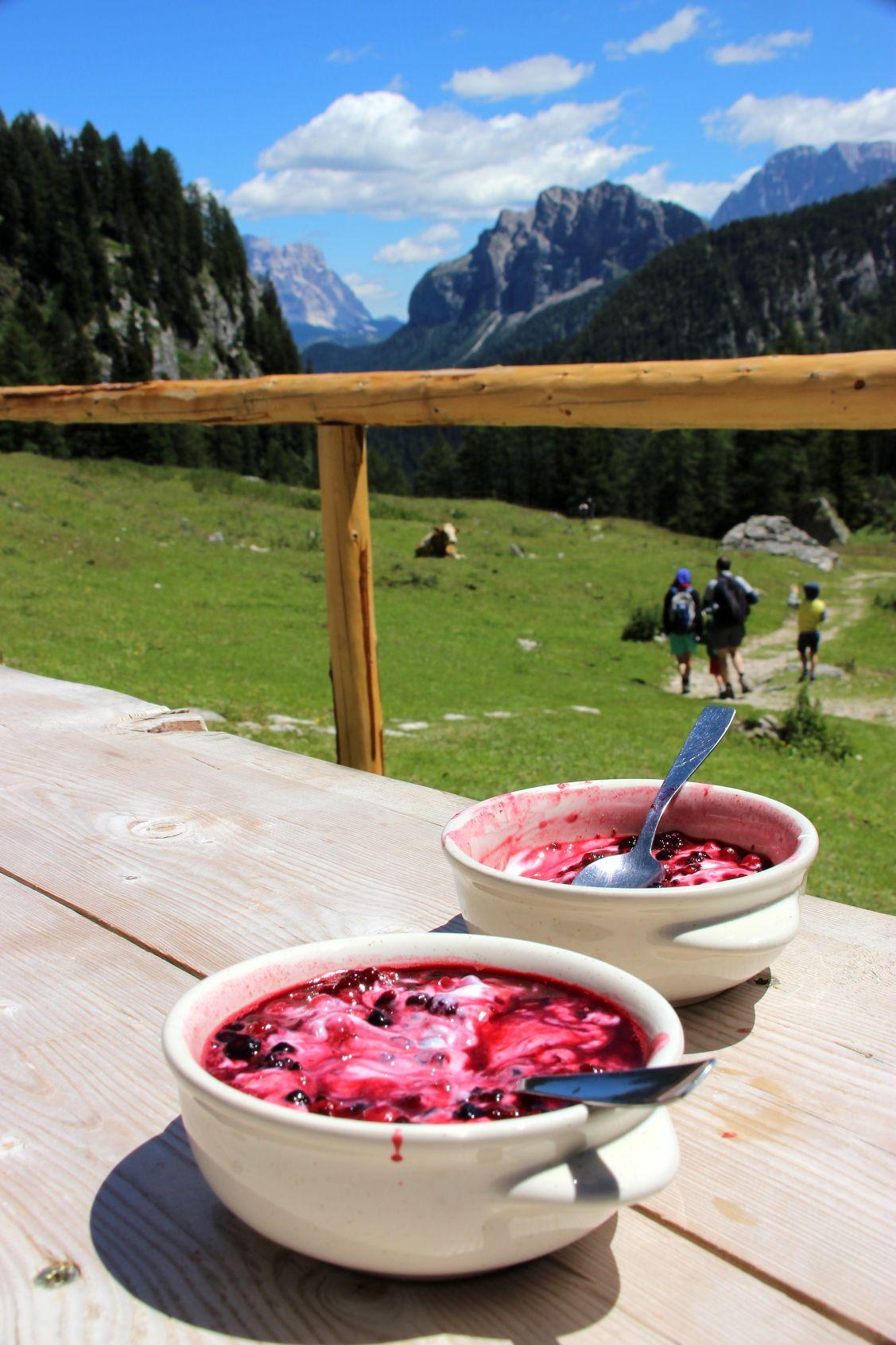 Yogurt di malga con frutti di bosco