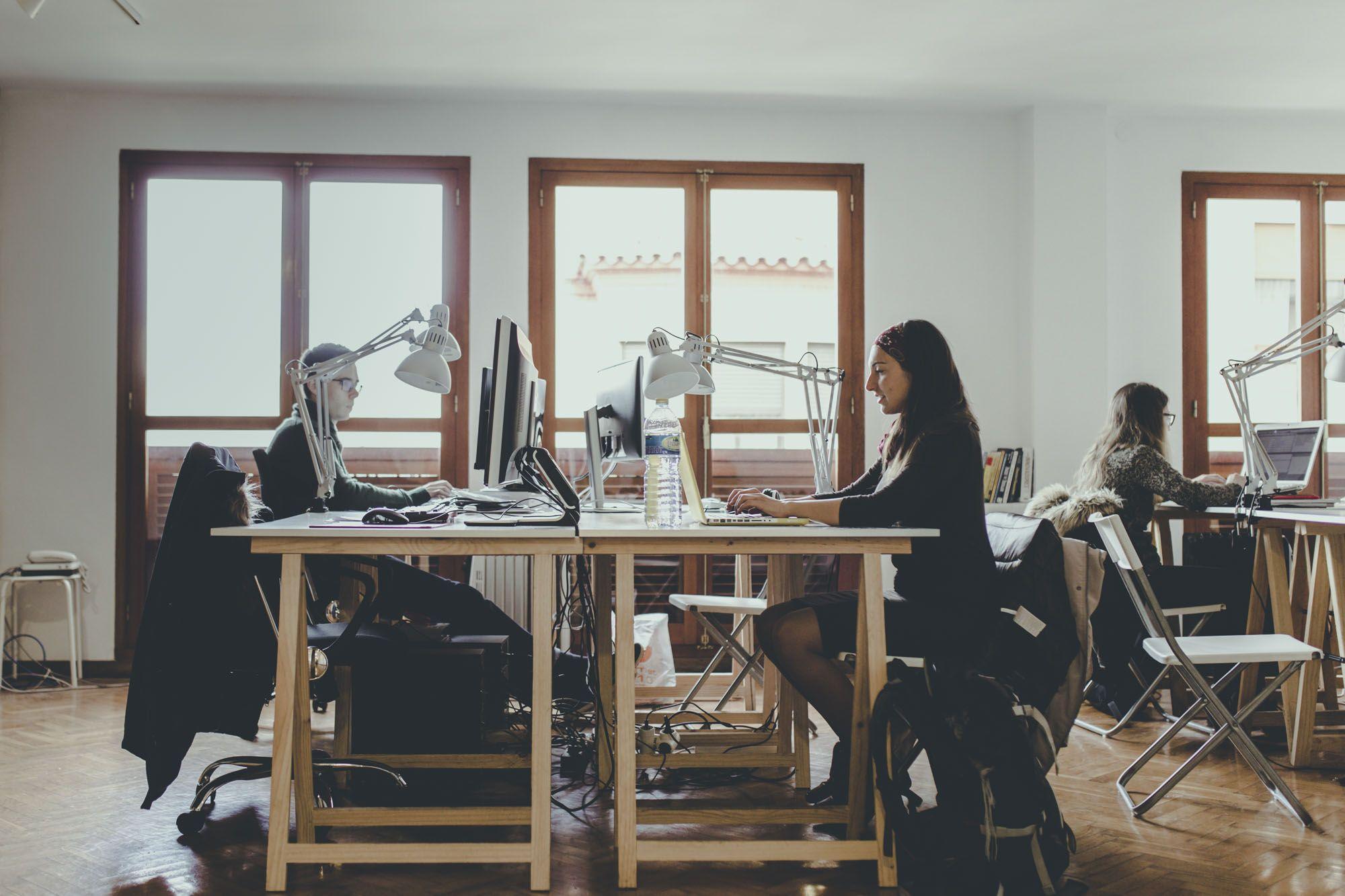 http://workers.es/    Coworking en Castellon para emprendedores y start ups    Workers es un coworking en Castellón con despachos y puestos individuales para emprendedores, autónomos, start ups o empresas con equipo. En estas oficinas del centro de Castellón, hacemos crecer nuestros negocios juntos, creando una comunidad que trabaja tanto como se divierte.    #coworking, #coworkingcastellon, #oficinasenCastellon