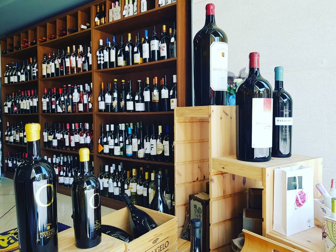 GIVEAWAY- Κερδισε δυο μπουκαλια κρασι,ενα ροζε και ενα λευκο, απο @terroir_wine_spirits, οπου πραγματικα αποτελει παραδεισο για οσους αγαπουν το καλο και ψαγμενο κρασι! Κανε ταγκ δυο φιλους μαζι με τους οποιους θες να το πιεις, ακολουθησε το Volonakinews και @terroir_wine_spirits και μπες στη κληρωση! Ο διαγωνισμος ληγει: Τριτη 24 Σεπτεμβρη