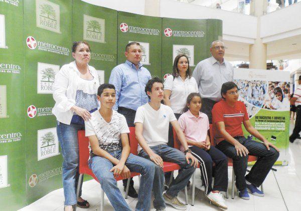 Ganadores van a Madrid: cinco ganadores de la promoción Metrocentro y Movistar viajan al Campus Experiencie de la Fundación Realmadrid.