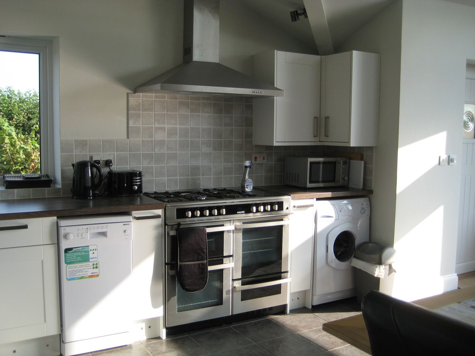 Garage Kitchen Conversion wall mounted range hood backsplash edge | completed garage