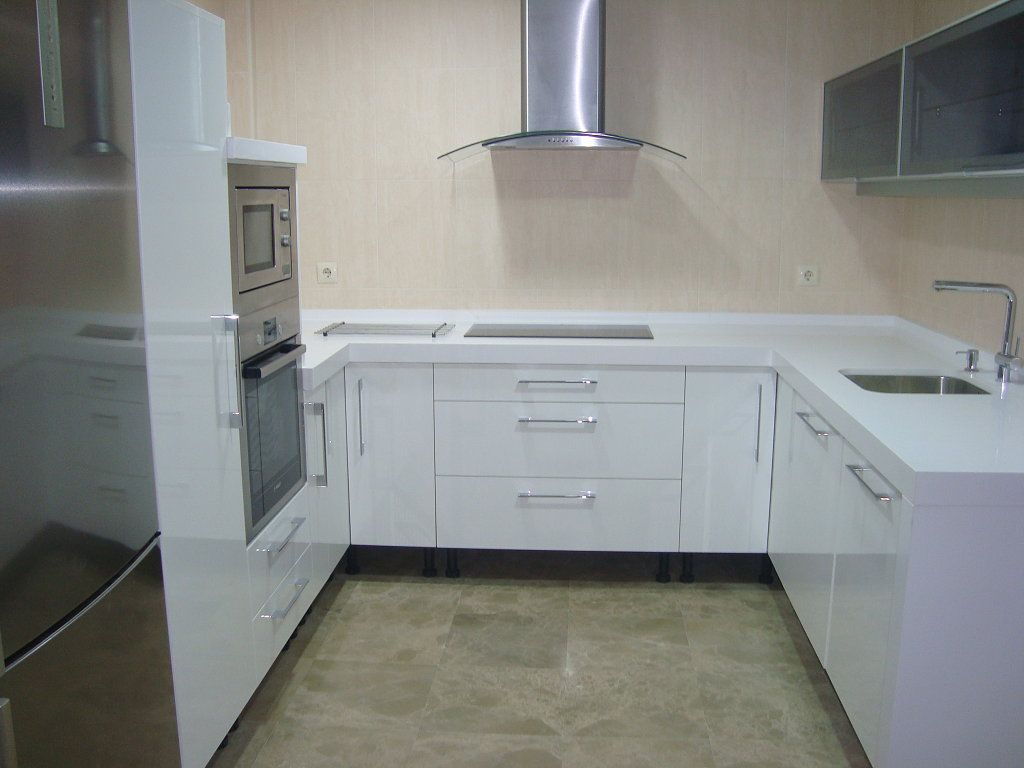 Cocina blanco brillo o blanco mate en 2019 cocinas kitchen cabinets kitchen y home appliances - Cocinas blancas lacadas ...