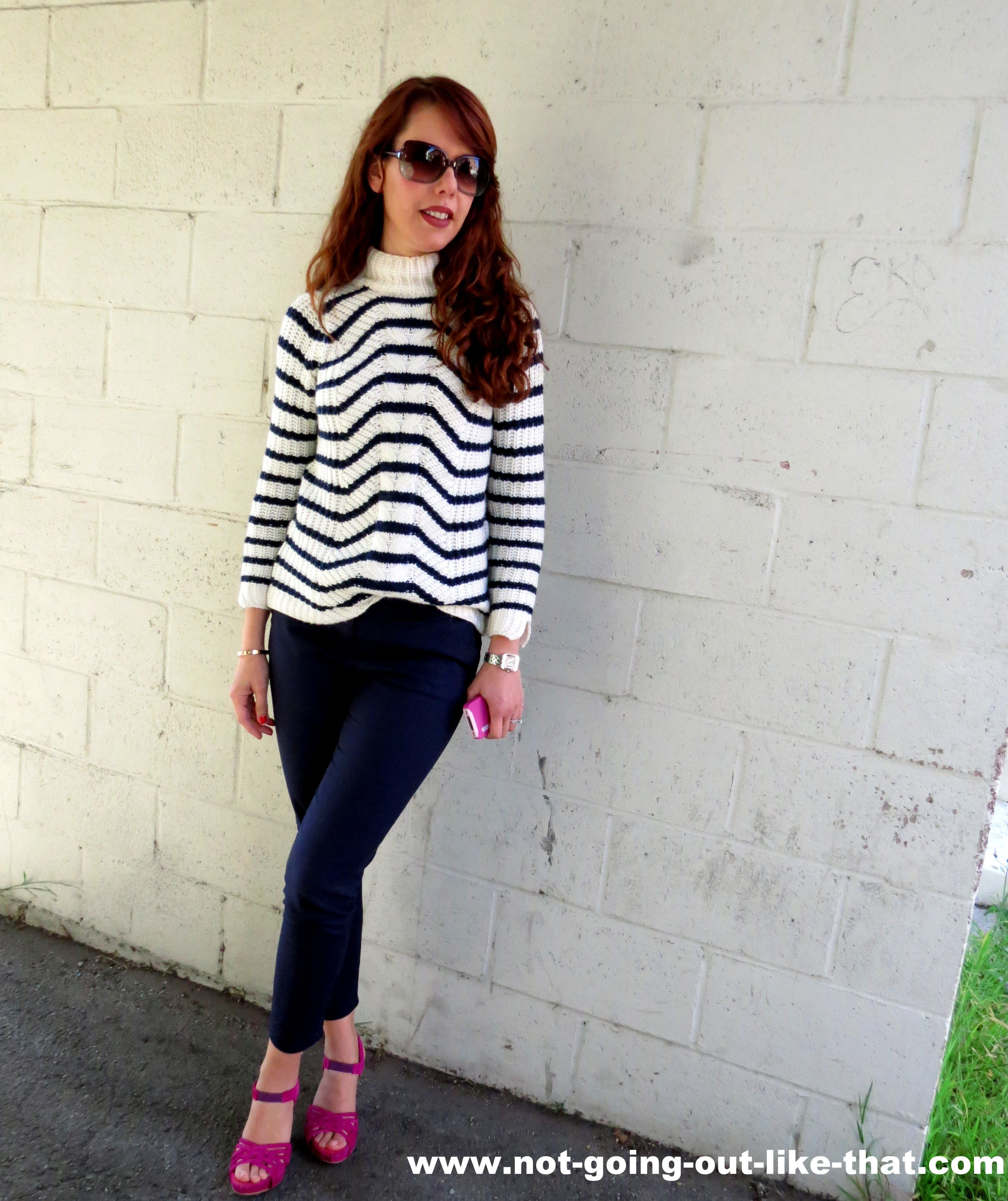navy skinny pants with striped sweater and hot pink heels | Roupas ...