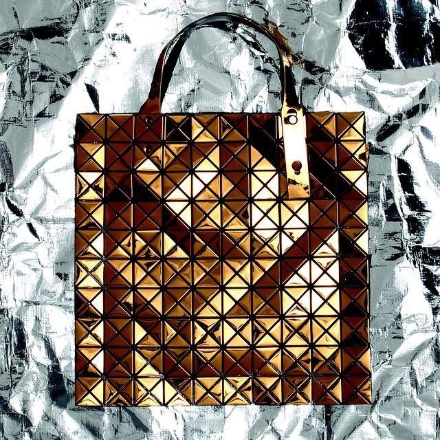 Add some Christmas sparkle with the limited edition Copper Prism Tote Bag by Issey Miyake #christmas #sparkle #theconranshop #isseymiyake
