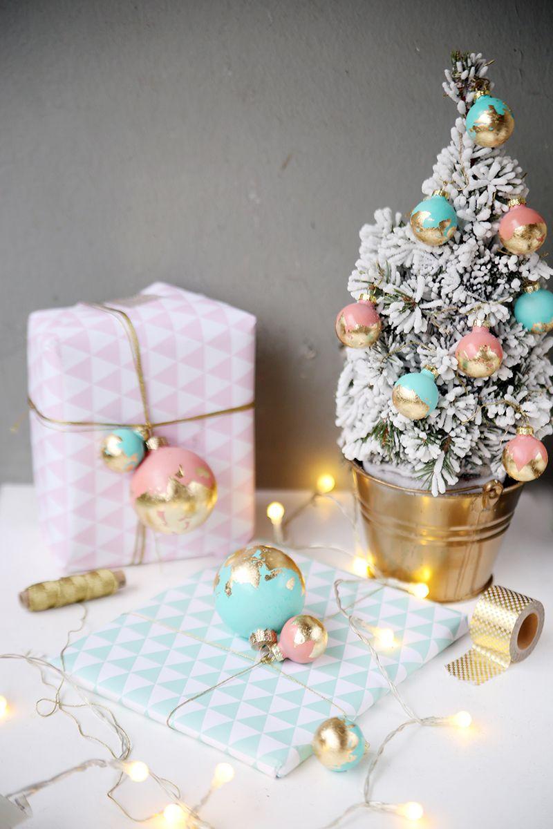 Diy video create yourself weihnachtskugeln mit blattgold versch nern d i y - Weihnachtskugeln pastell ...