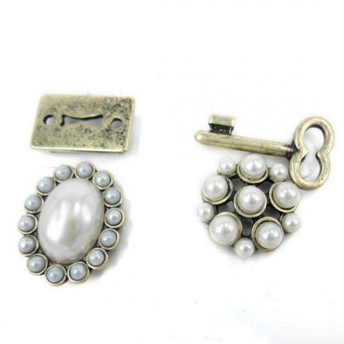 Vintage Pearl Stud Earrings With Rhinestone