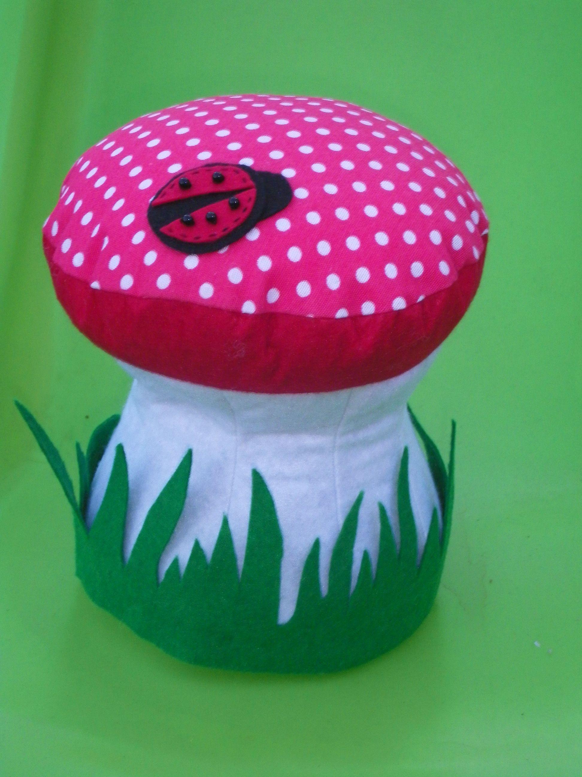 fungo fermaporte realizzato a mano con feltro,stoffa e perline