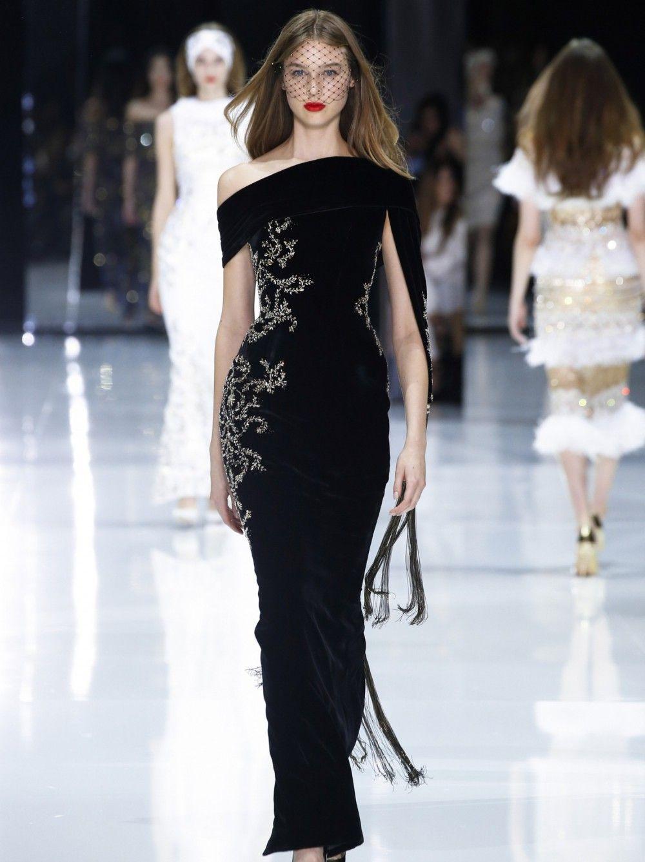 87741fa63dc7 Photos - EN IMAGES. La Haute Couture fait vibrer Paris - Point de ...