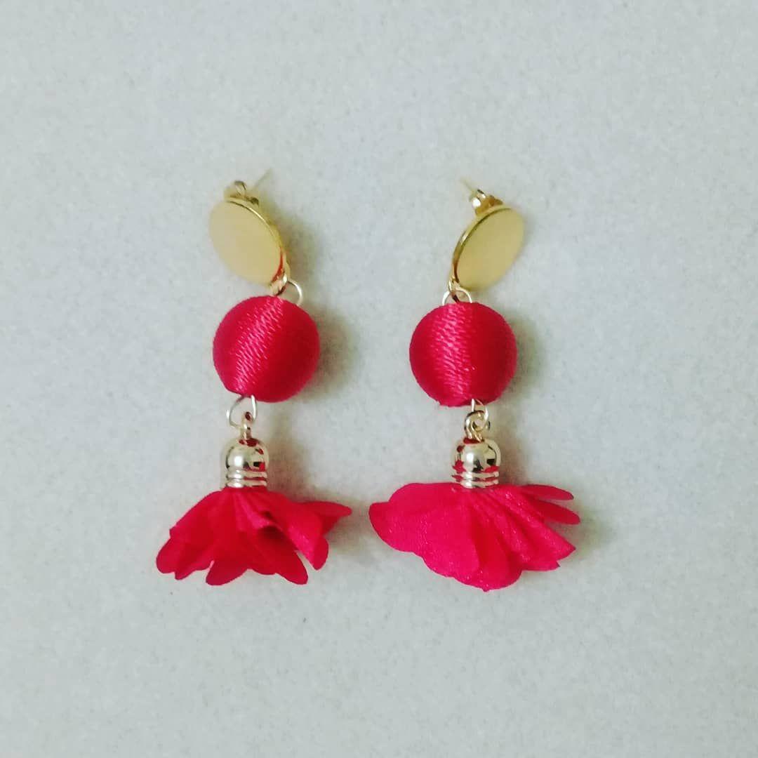 608edd68a783  aretes  borla  flor  bola  rojo  moda  belleza  accesorios  joyas   bisuteria  hechoamano  queregalar. Envíos a toda Colombia. Escriba a…