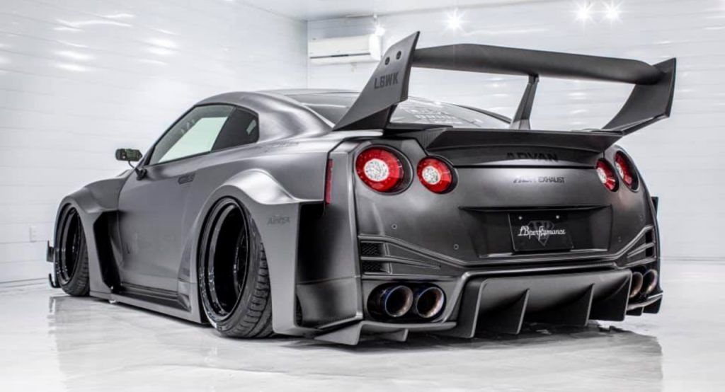 Liberty Walks LB-ER34 Super Silhouette Skyline Is Here To Scare Actual Godzillas