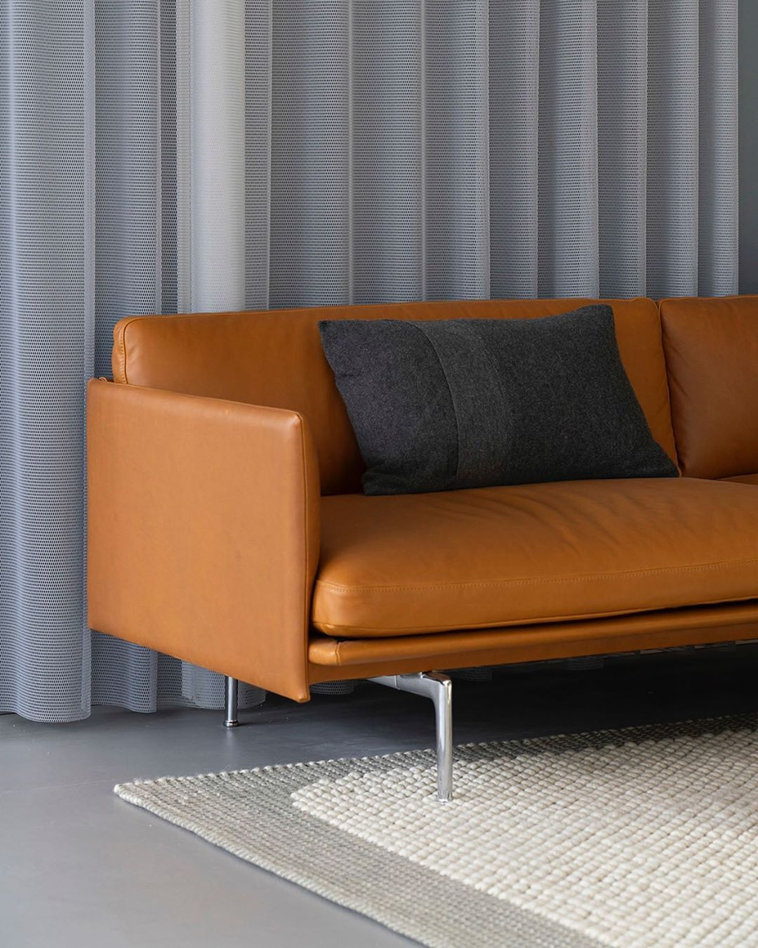 Refined Expressions Of The Outline Sofa With A Base In Polished Aluminum Paired With Scandinavian Sofa Design Leather Sofa Decor Living Room Decor Inspiration