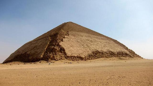 اكتشاف جزيئات فضائية داخل هرم سنفرو قد تحل لغز بناء الأهرامات مكشوف Pyramids Egyptian Pyramids Egypt