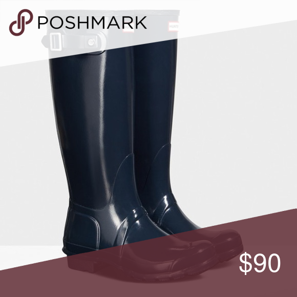 Hunter Original Tall Gloss Rain Boots Hunter Rain Boots in navy. In great condition, worn only a few times. These are a closet staple for sure! ☔️ Hunter Boots Shoes Winter & Rain Boots