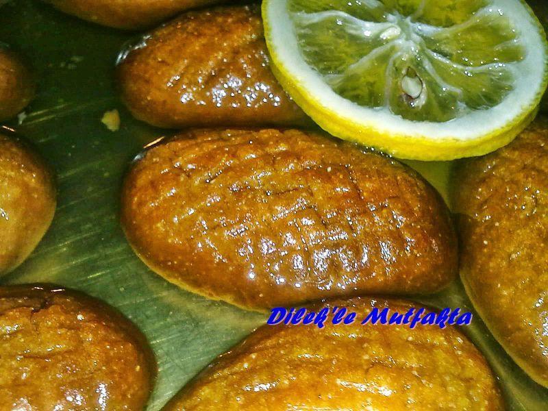 Türk mutfağından enfes bir tatlı..sıvı yağl, irmik ve unla yapılan şerbetli tatlıdan sipariş verin.