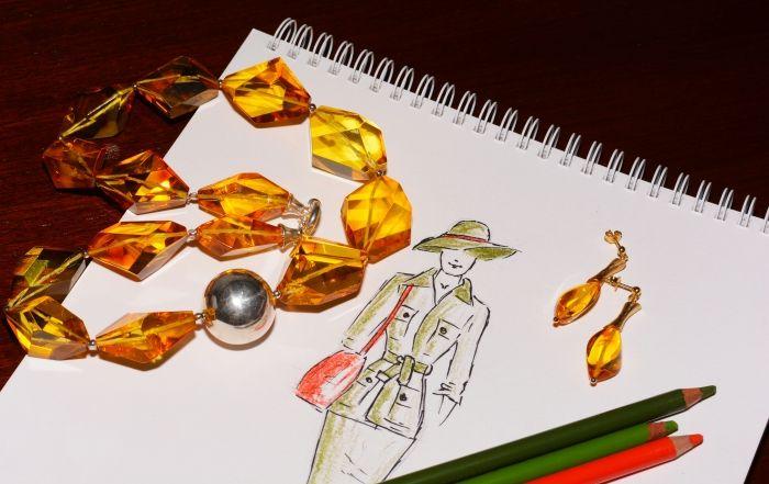 "Esta primavera-verano 2015 luce piezas ""safari militar"". Combinará genial con las joyas de Ekleipsis."